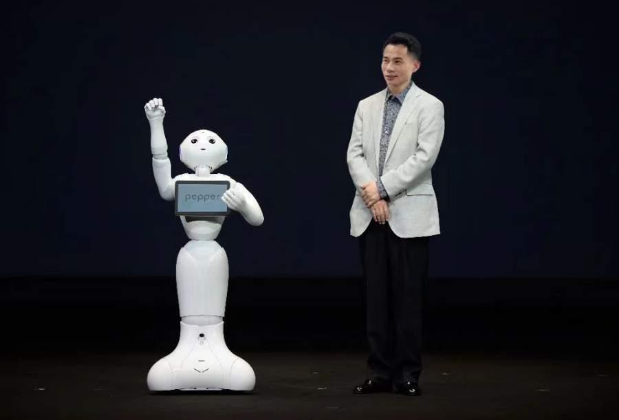 机器人高伟