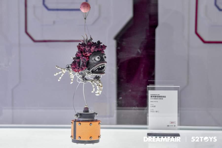 桌子上的花瓶  低可信度描述已自动生成