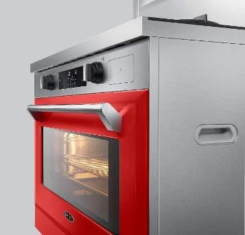 厨房里摆放着银色的烤箱  中度可信度描述已自动生成